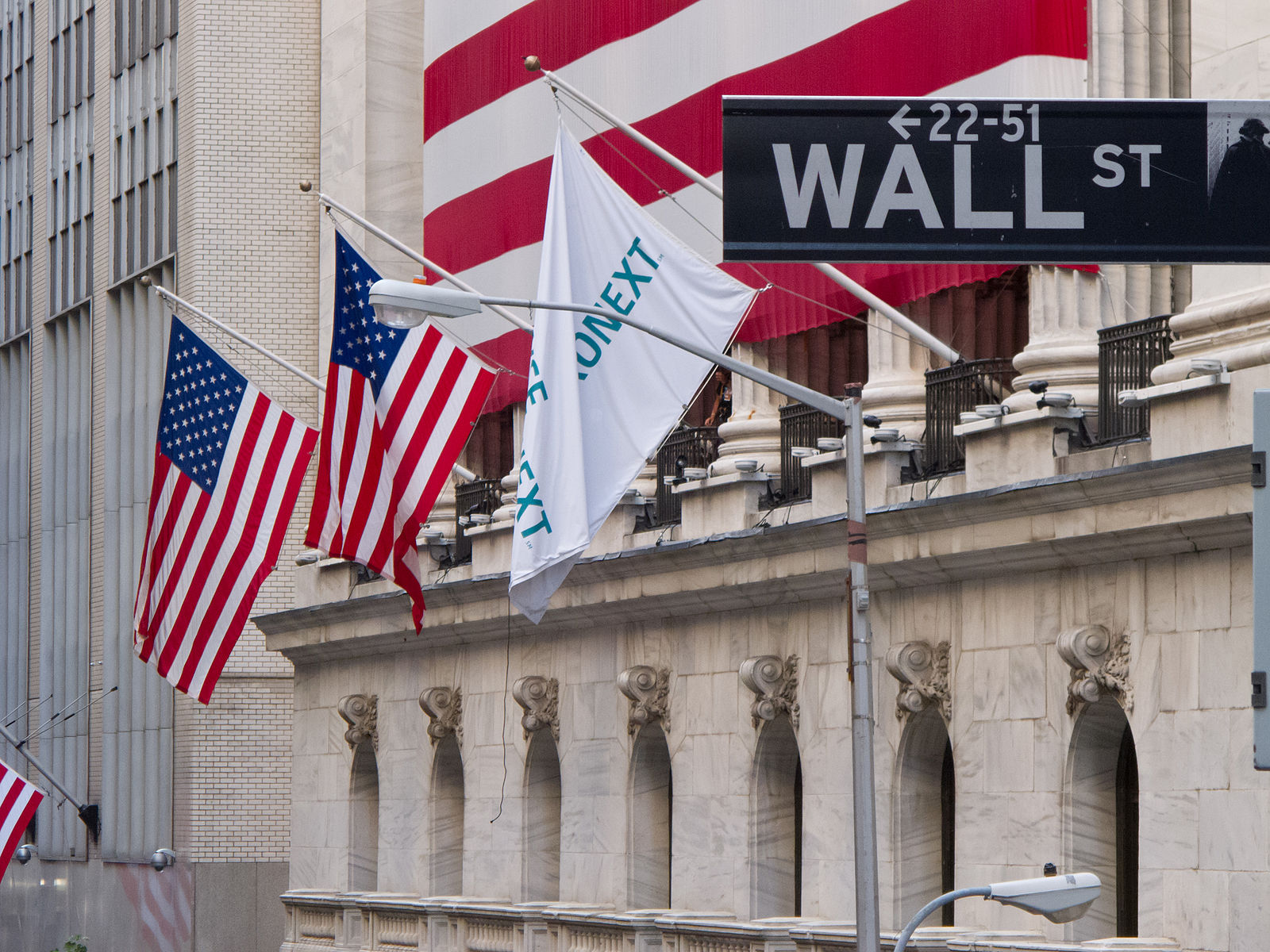 Wall_Street_-_New_York_Stock_Exchange